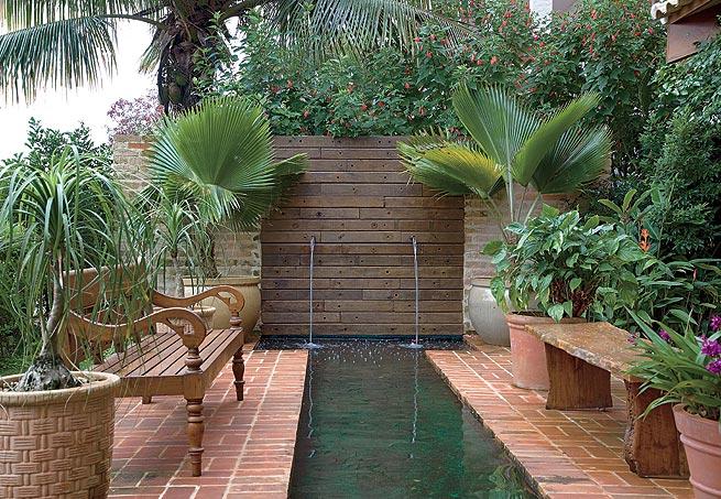 decoracao muros jardim:Espelho d'água nos proporciona Momentos de Relaxamento e Prazer